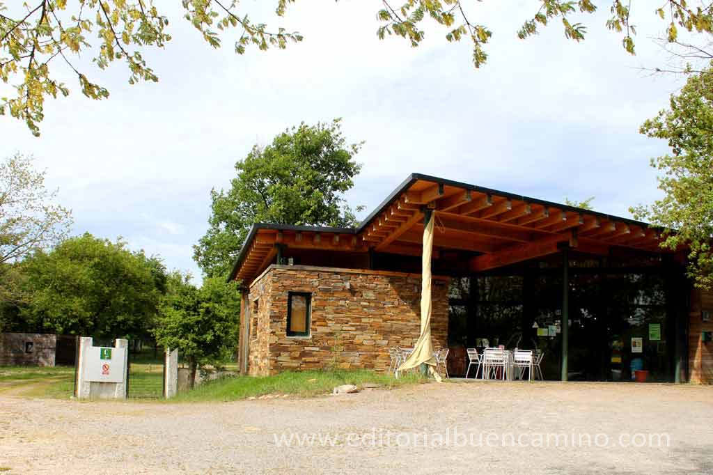 Alojamiento camping vila de sarria for Ruta del mueble sarria