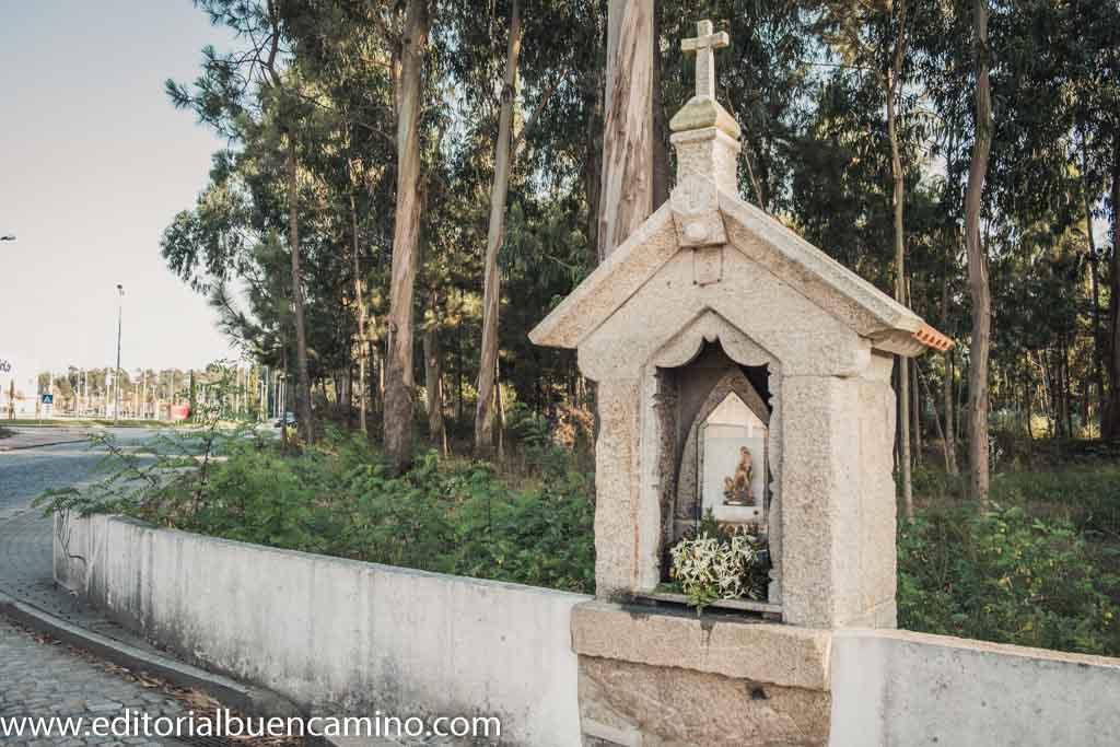 Alminha pequeña de la Virgen do Carmo
