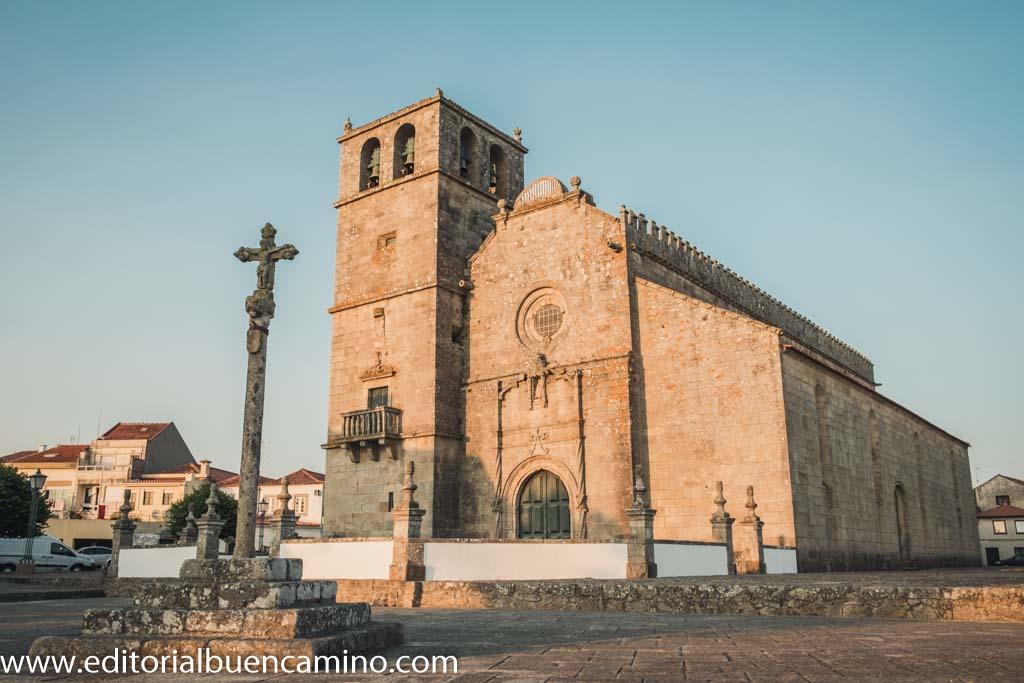 Iglesia de Santa Maria a Nova y Cruceiro parroquial