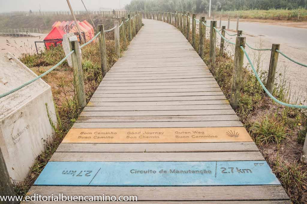 Comienzo de los tramos por pasarelas de madera