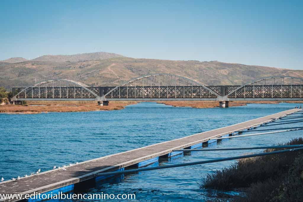 Puente sobre el río Coura