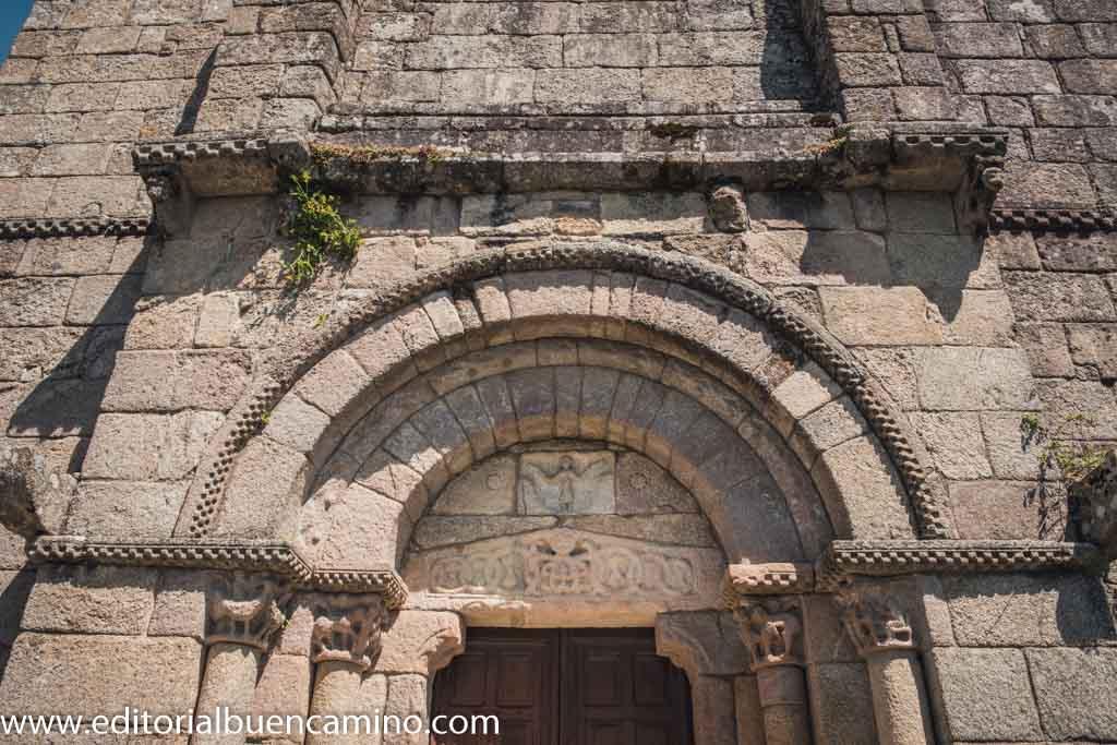 Iglesia de Santiago en Barbadelo