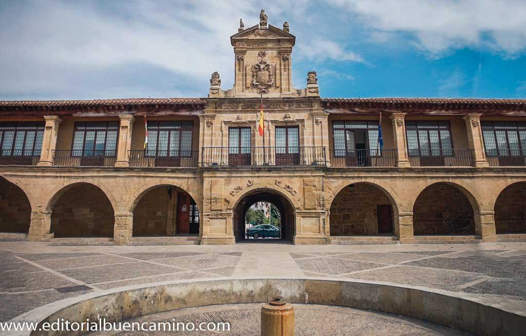 Plaza de España y Ayuntamiento