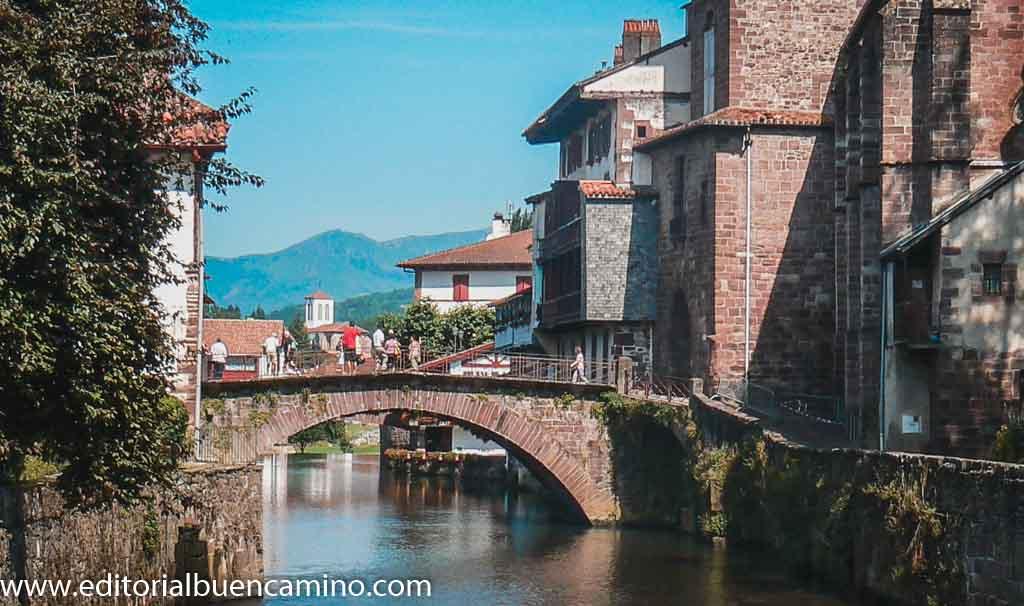 Puente sobre el río Nive