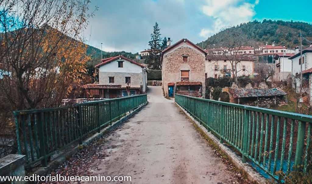 Puente sobre el río Arga