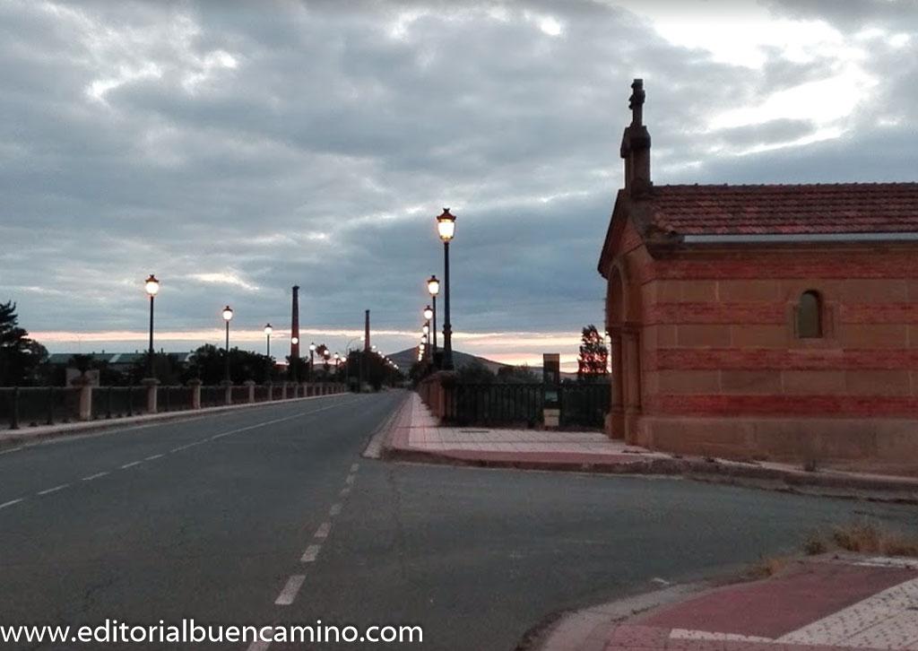 Ermita y puente sobre el río Oja