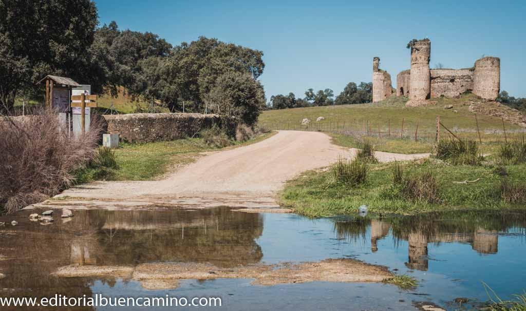 Arroyo de la Víbora y castillo de las Torres