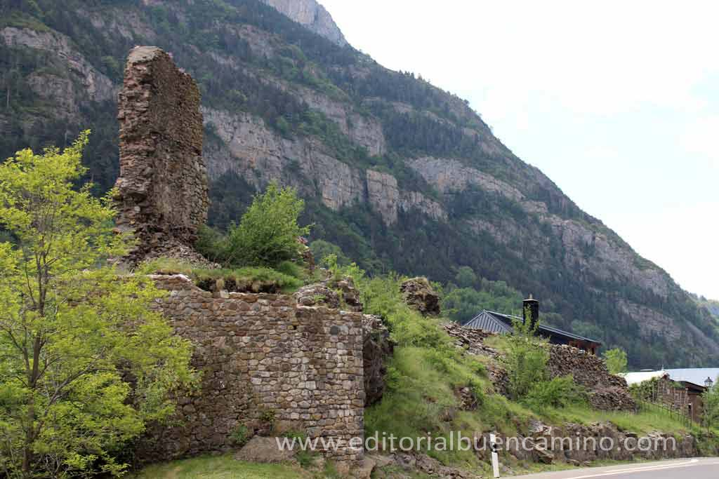 Restos del Castillo de Canfranc.