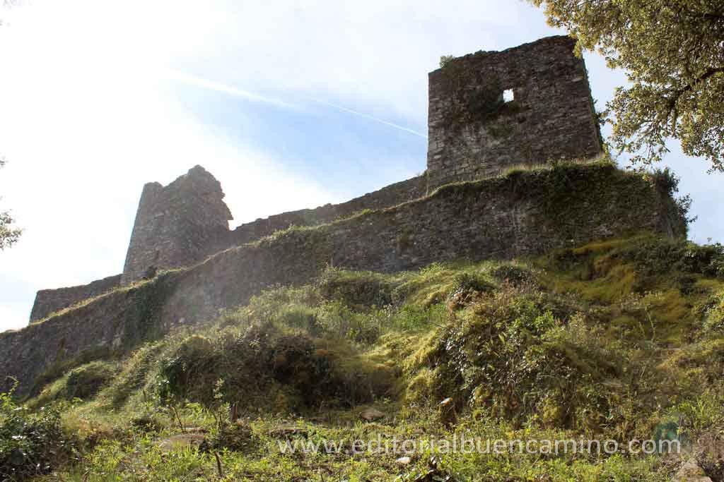 Restos del castillo de Sarracín