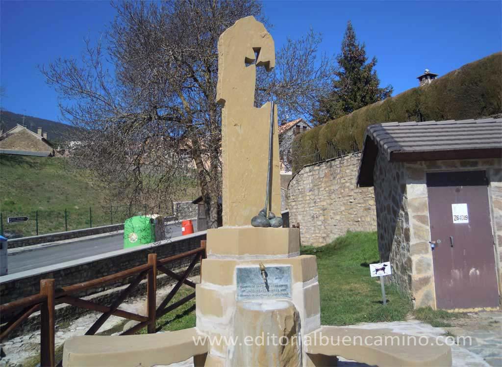 Monumento al peregrino y fuente en Castiello de Jaca