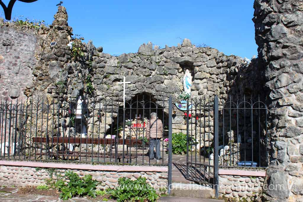 Antigua gruta de la virgen de Lourdes