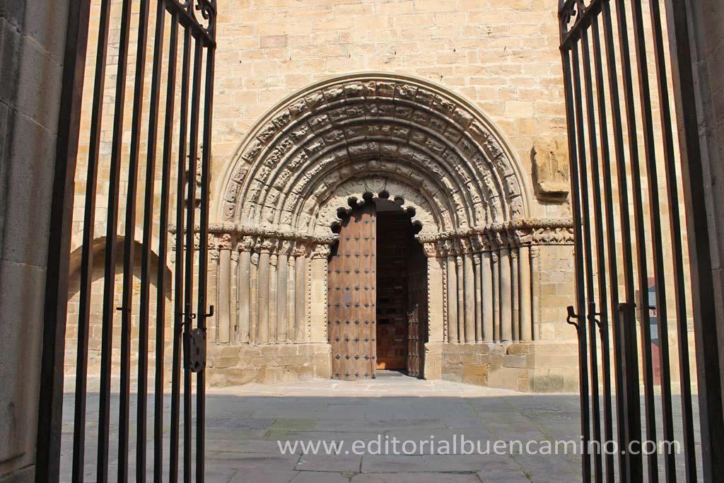 Iglesia de Santiago el Mayor en Puente la Reina.